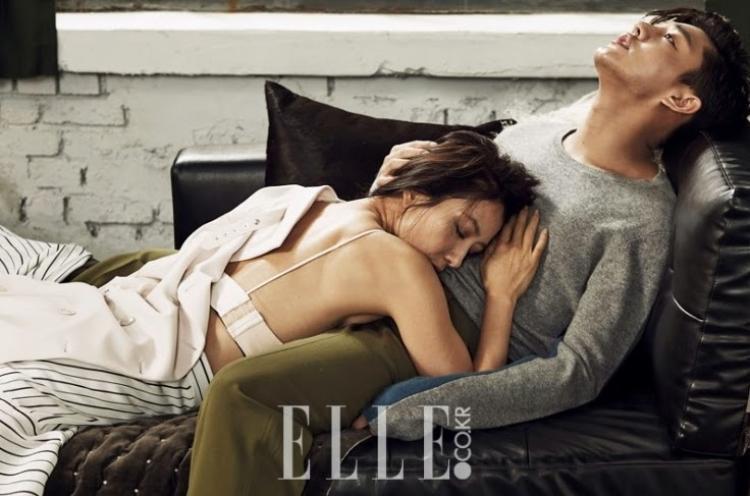 """Ảnh chụp """"nóng bỏng"""" của cặp chị em Kim Hee Ae - Yoo Ah In."""