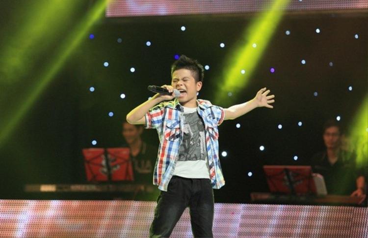 Quang Anh thuở còn tham gia Giọng hát Việt nhí 2013.