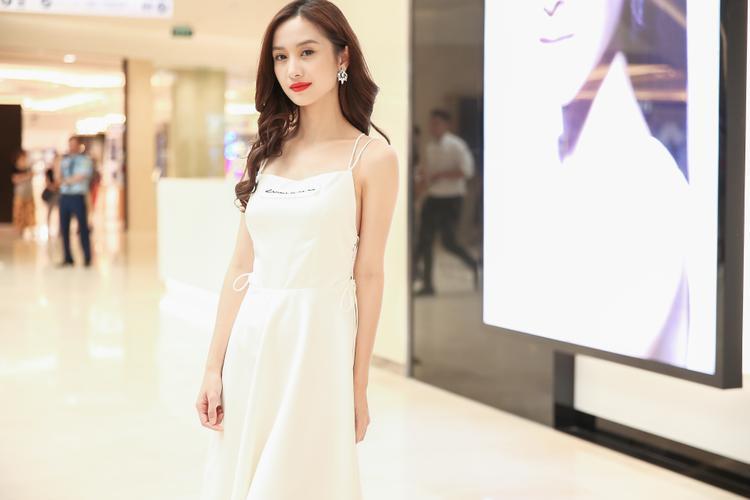 """Jun Vũ hiện trở thành """"con cưng"""" của truyền thông sau vai diễn Tuyết Anh trong Tháng năm rực rỡ."""