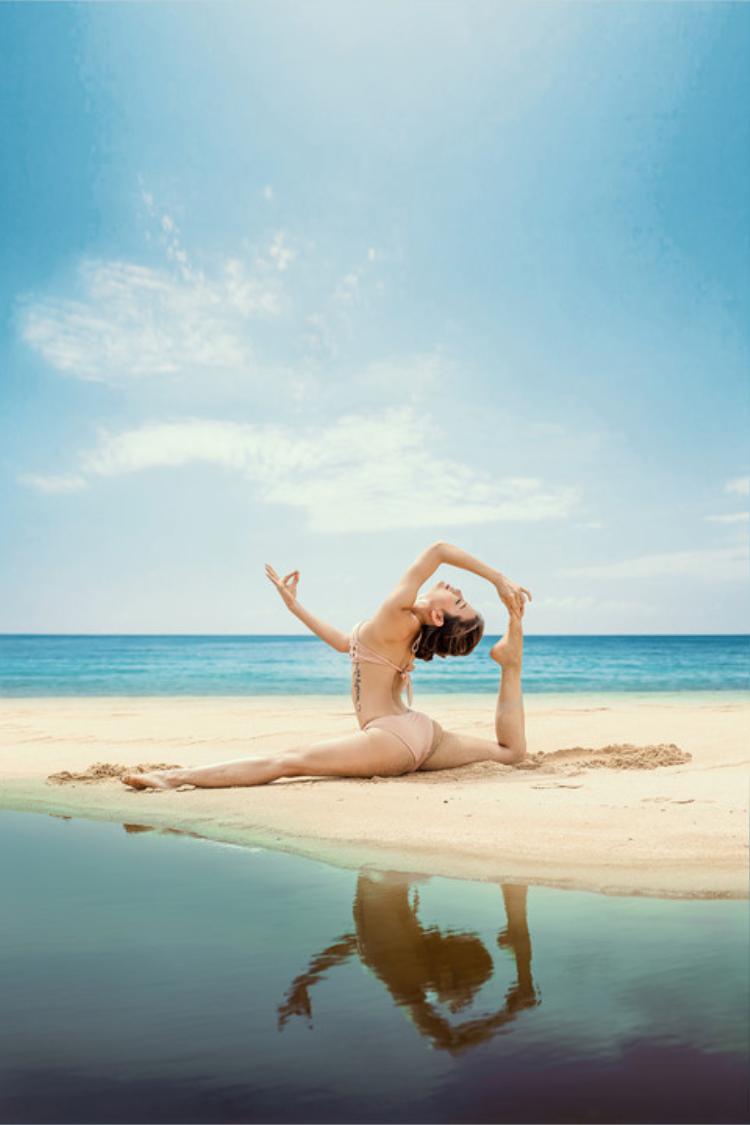 Jolie Phương Trinh tập yoga nhiều năm nên cách cô nàng pose dáng rất chuyên nghiệp.