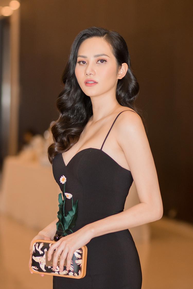 Rất ít khi xuất hiện tại các sự kiện do muốn tập trung vào công việc kinh doanh, sự xuất hiện bất ngờ của Hoa hậu Diệu Linh lập tức gây chú ý cho truyền thông và nhiều khách mời có mặt tại sự kiện.