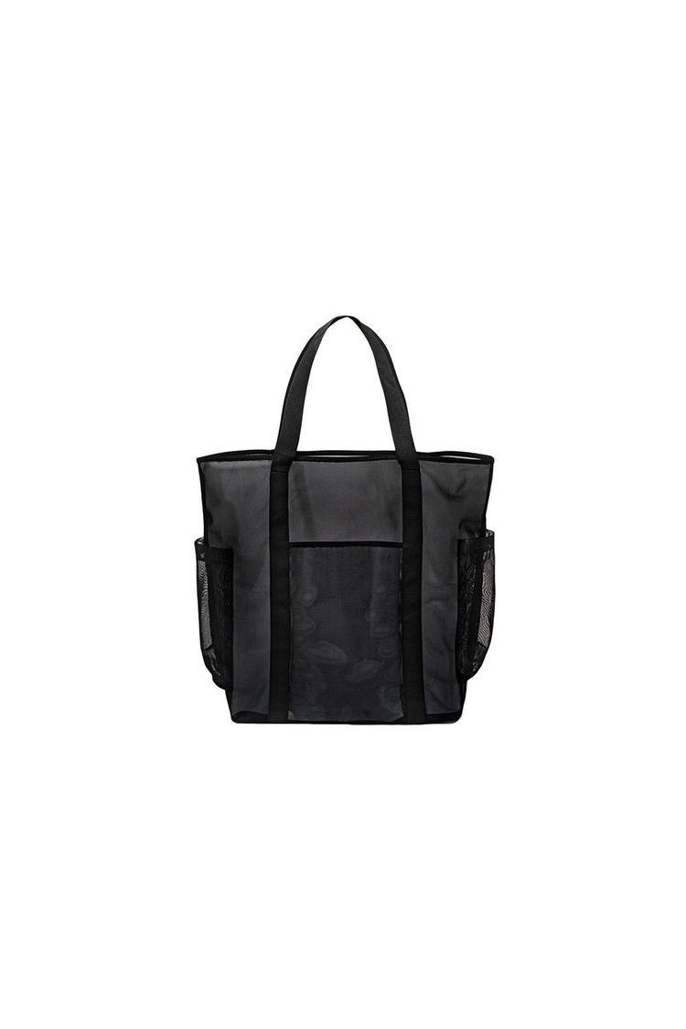 Bên cạnh đó, túi dáng tote cũng là một item không nên bỏ qua, từ chiếc túi chất liệu sợi nylon, không thấm nước của Mossimo Supply Co, có giá hơn 7$ - 154 nghìn đồng.