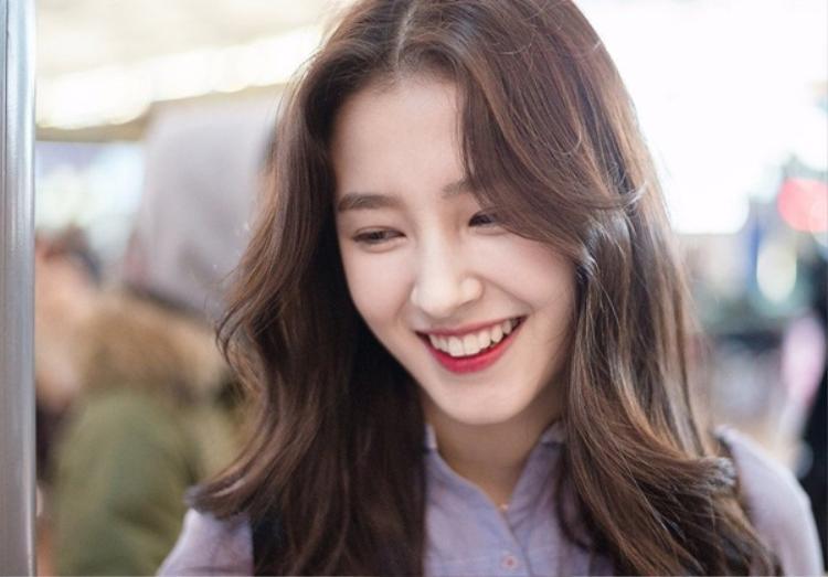 Nancy sinh năm 2000, mang trong mình 2 dòng máu Ireland - Hàn Quốc. Trước khi về với Duble Kick, cô nàng từng là thực tập sinh của Nega Network. Thông qua chương trình Finding Momoland của Mnet trở thành một mảnh ghép xinh đẹp của Momoland.