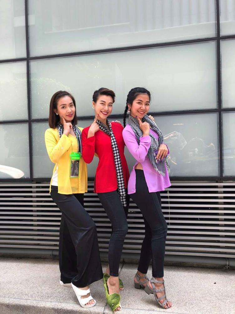 Không chỉ trang phục mà giày dép của các mỹ nhân V-biz trong dịp Tết Songkran cũng rất… đặc biệt.