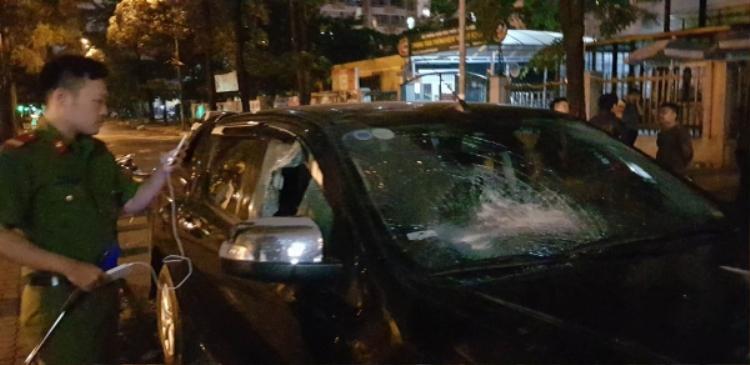 Xe ô tô bị bị vỡ kính sau khi gây tai nạn.