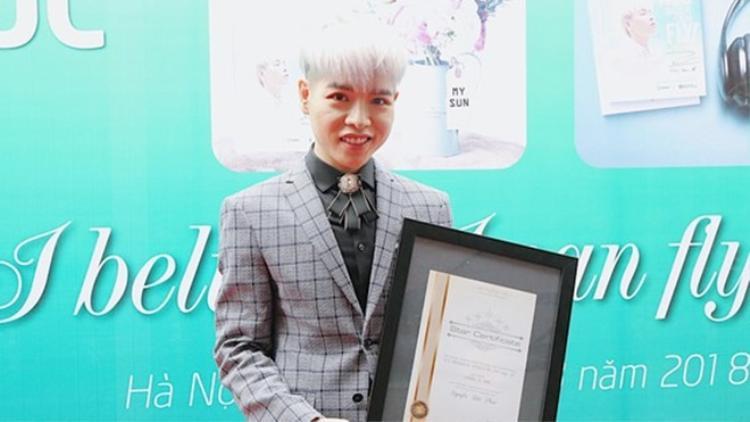 Quán quân Giọng hát Việt mùa 3 được FC tặng một ngôi sao với tên Nguyễn Đức Phúc, thuộc chòm Thiên Bình - cung hoàng đạo của nam ca sĩ.