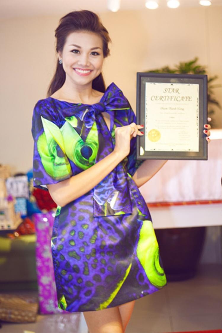 Siêu mẫu Thanh Hằng cũng không kém cạnh khi sở hữu một ngôi sao mang tên mình từ người hâm mộ nhân dịp sinh nhật.