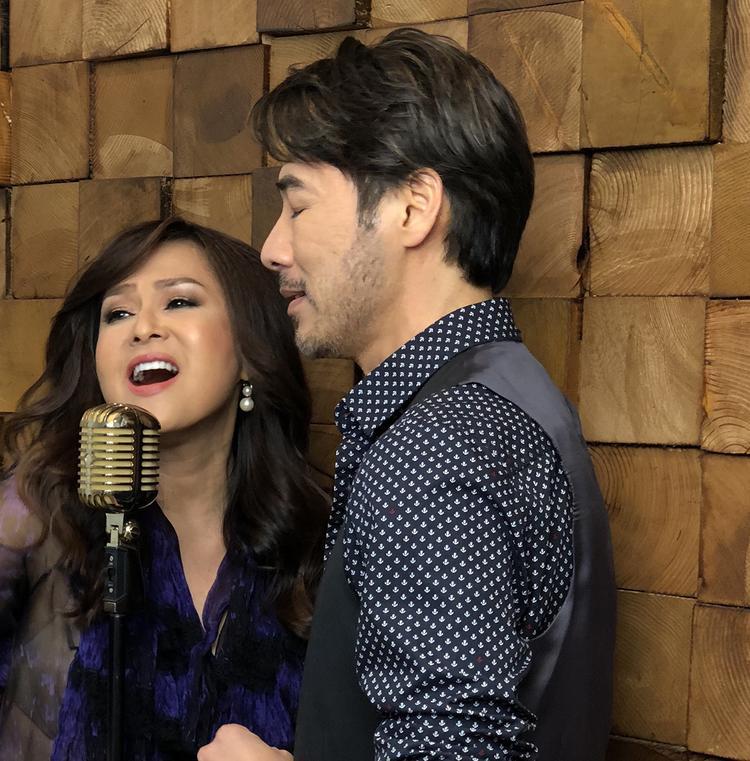 Ca sĩ Lưu Bích cũng cho biết, ngay khi nhận được ca khúc từ nhạc sĩ Nguyễn Hồng Thuận chị đã rất thích nên nhất định mời ca sĩ Tô Chấn Phong cùng thực hiện nhạc phẩm chung.