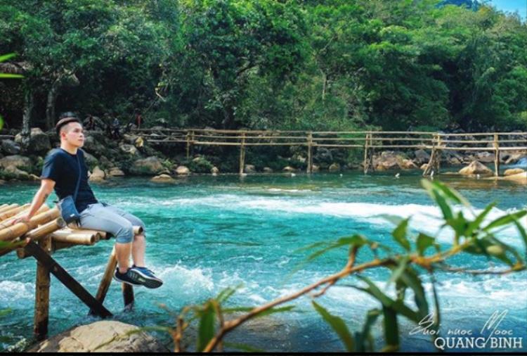 Khó có thể tin rằng ở Việt Nam lại có một con suối đẹp đến nghẹt thở như thế, nước màu xanh ngọc bích, cảnh sắc hoang sơ, những con thác hùng vĩ. Ảnh: @milivista