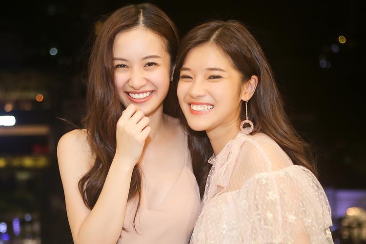 """Thay vào đó, Hoàng Yến Chibi và Jun Vũ vẫn thường xuyên nhắn tin để hỏi thăm, chia sẻ với nhau những câu chuyện cá nhân. Ngoài ra, cả hai cũng """"chăm chỉ"""" tương tác, theo dõi nhau trên mạng xã hội."""