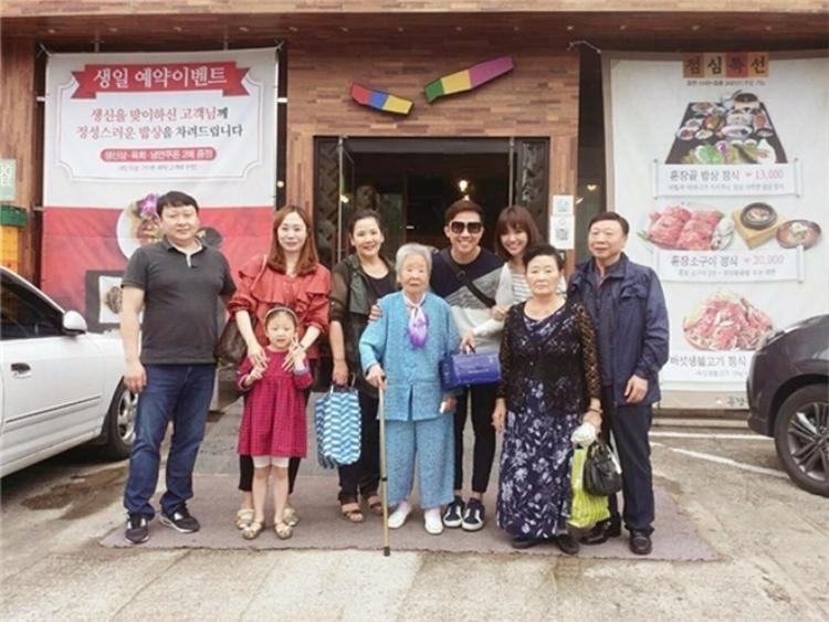 Dù rất bận rộn với công việc nhưng Trấn Thành vẫn tạm gác mọi thứ để đưa bà xã về Hàn Quốc thăm đại gia đình.