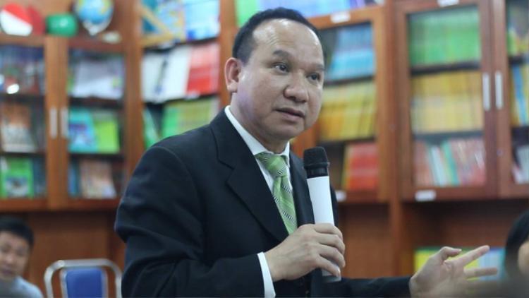 Ông Phillip Nguyen từ Mỹ trở về trao đổi với phụ huynh học sinh Trường Newton (Ảnh: Dân trí)