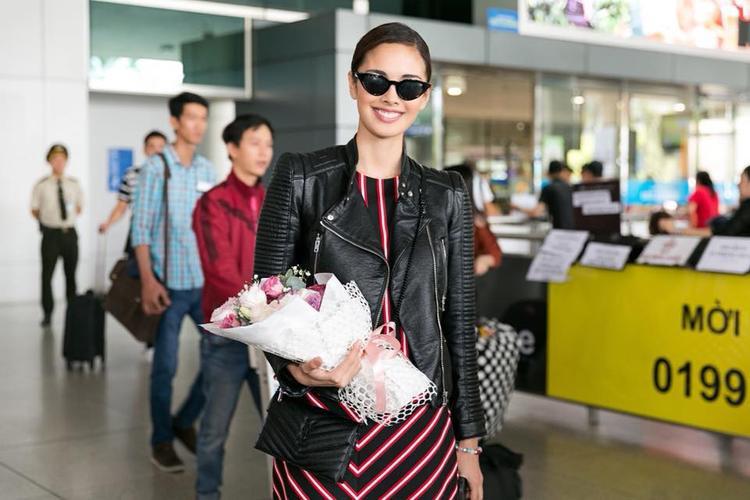 Người đẹp diện trang phục giản dị. Cô chia sẻ rất vui mừng khi có chuyến công tác tại đất nước xinh đẹp như Việt Nam.