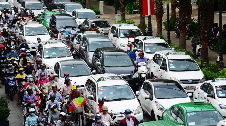 Sở hữu ô tô trên 1,5 tỷ có thể sẽ bị đánh thuế tài sản.