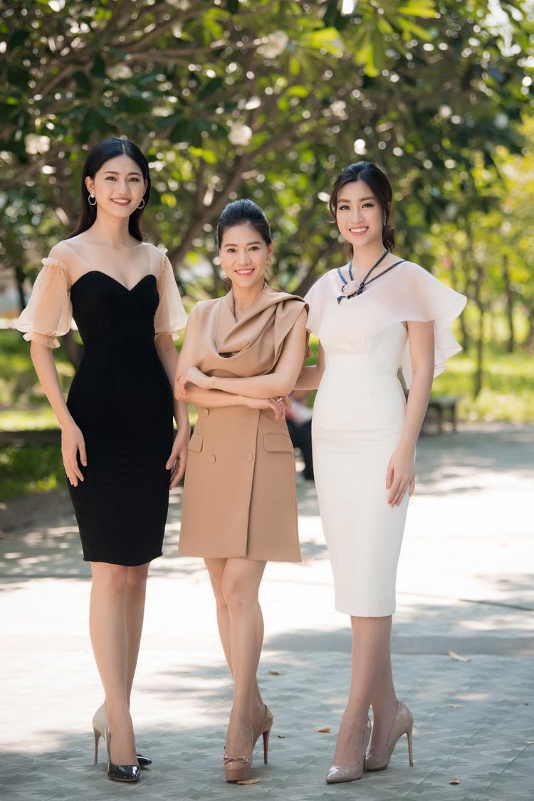 Top 3 Hoa hậu VIệt Nam khoe sắc rạng rỡ, giao lưu cùng các bạn sinh viên