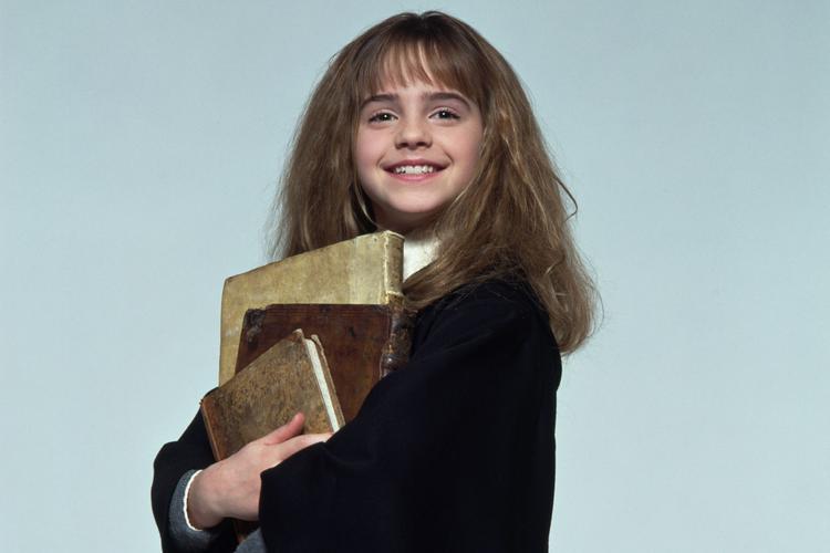 Cô phù thủy thông minh sao y bản chính của Emma Watson.