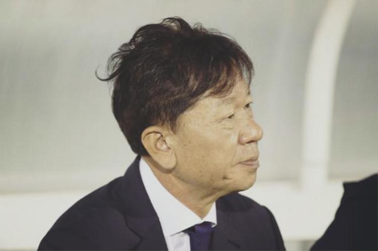 Nỗi buồn của ông Chung (GĐKT CLB HAGL) - người được kỳ vọng đưa đội bóng của bầu Đức vào Top 5. Ảnh: CLB HAGL