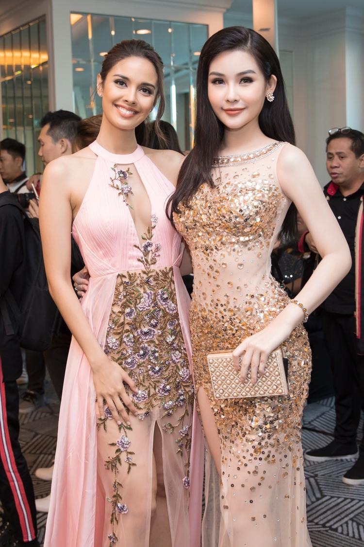 Tại sự kiện còn có Hoa hậu Đại dương Lê Âu Ngân Anh. Cô thu hút với chiếc đầm xuyên thấu gợi cảm.