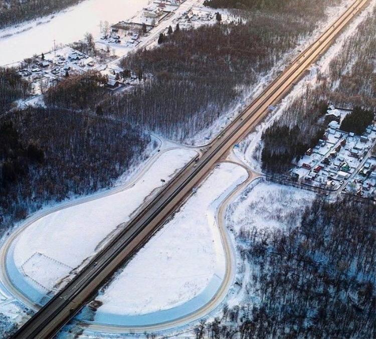 Cây đàn guitar không lồ được tạo bởi đường cao tốc hình chữ U, thành phố Ufa, Nga. Ảnh: Brightside