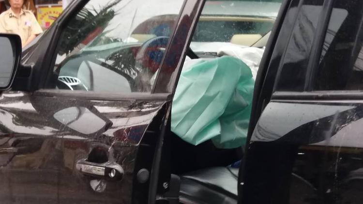 Túi khí bật ra khi có tai nạn.