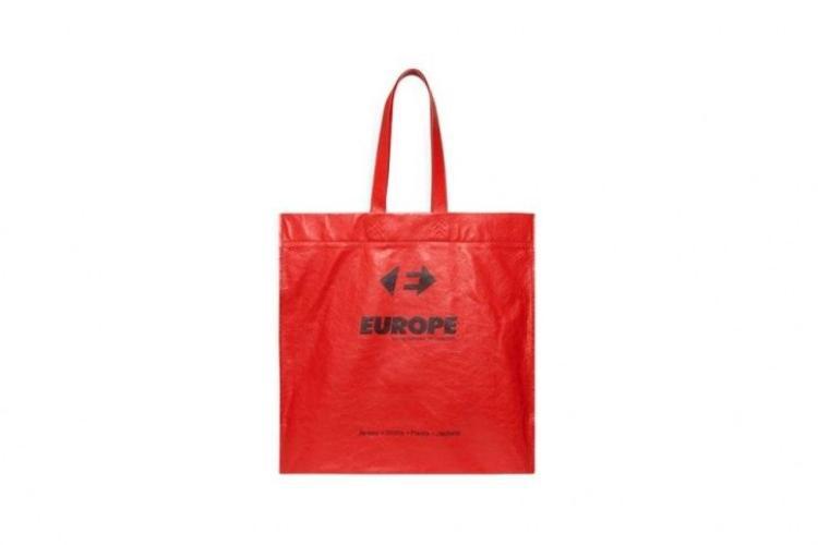 Ai dám nghĩ chiếc túi này có giá 1.000 USD. Chúng ta vẫn thường lấy miễn phí ở siêu thị hoặc cùng lắm là mua mất hơn chục nghìn đồng.