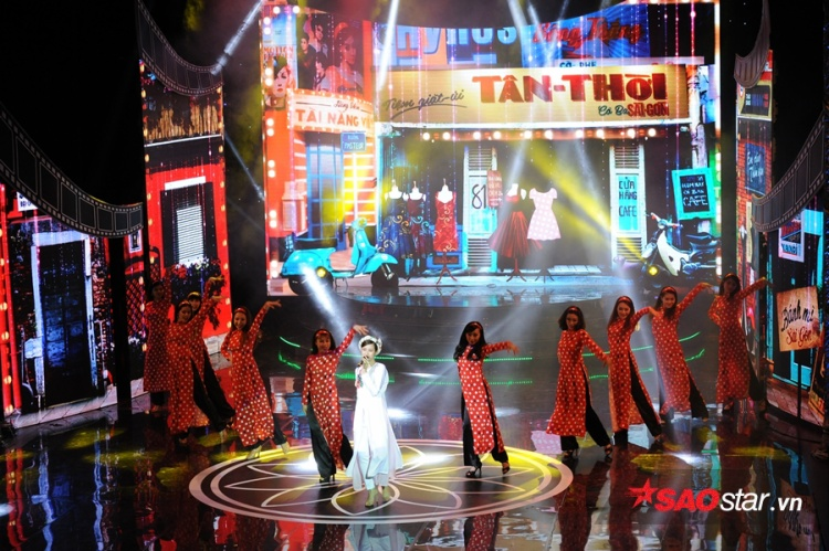 Đông Nhi thể hiện ca khúc Cô Ba Sài Gòn trên sân khấu Cánh Diều 2017.