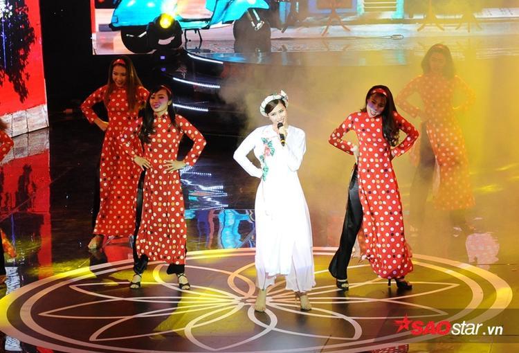 Đông Nhi diện áo dài hát Cô Ba Sài Gòn, Will đem Em chưa 18 quẩy tung sân khấu
