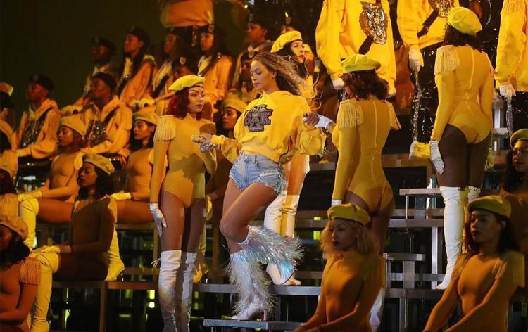 Thậm chí, người ta còn gọi đêm này là Beychella, chỉ và chỉ riêng mình Beyoncé.