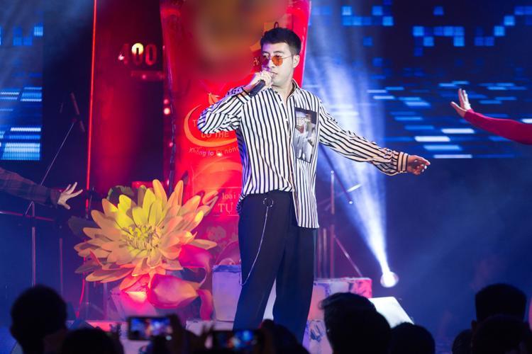 Only C xuất hiện trên sân khấu với loạt hit Đếm ngày xa em, Em chưa 18, Yêu là tha thứ,được nhiều khán giả thuộc lòng và hát theo suốt cả tiết mục.