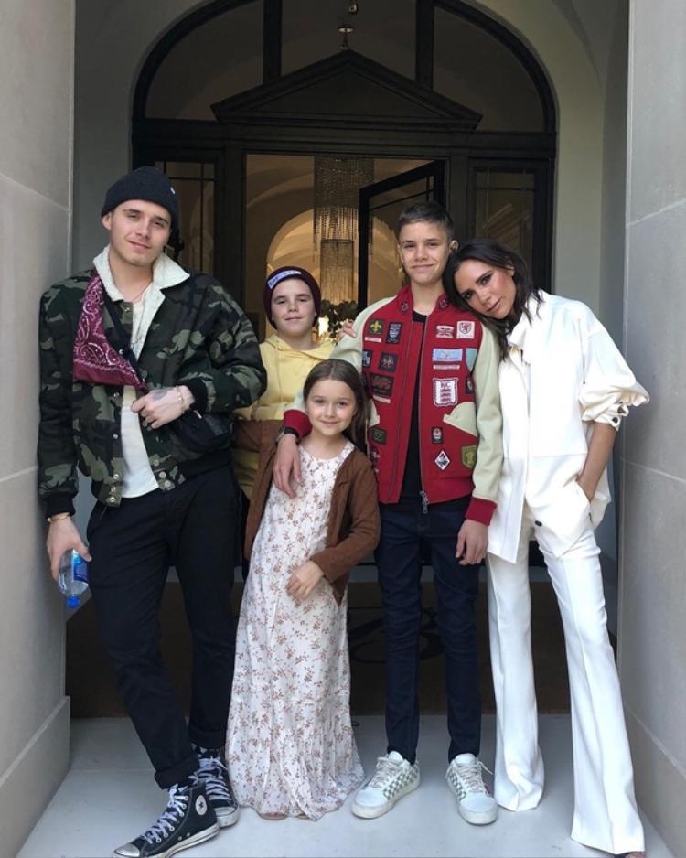 Xin chúc Victoria Beckham tuổi mới với thật nhiều thành công cũng như mãi hạnh phúc bên gia đình nhỏ của mình.