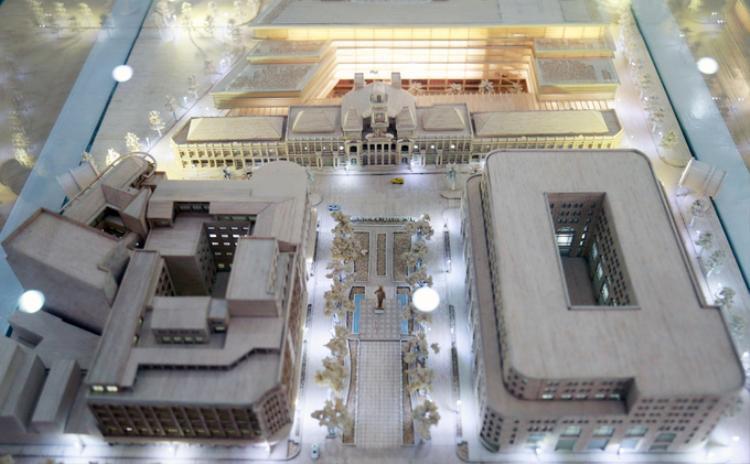 Phương án thiết kế, nâng cấp tòa nhà trụ sở HĐND - UBND TP HCM vừa được Sở Quy hoạch - Kiến trúc đưa ra để lấy ý kiến người dân và chuyên gia. Đồ án thiết kế do công ty Gensler (Mỹ) thực hiện. Đây là đơn vị đã thiết kế các công trình nổi tiếng như Temporary U.K. Parliament (tòa nhà Quốc hội Anh), trụ sở làm việc của Microsoft London (Anh), sân bay Quốc tế Incheon (Hàn Quốc)…