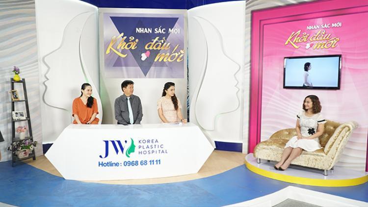 Sự xuất hiện của Huyền Thạch trong chương trình khiến MC Anh Thơ, diễn viên Phi Nga hứng thú và bất ngờ.