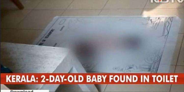 Em bé đã tử vong vài giờ trước khi đội thợ sửa ống nước phát hiện. Ảnh: NDTV