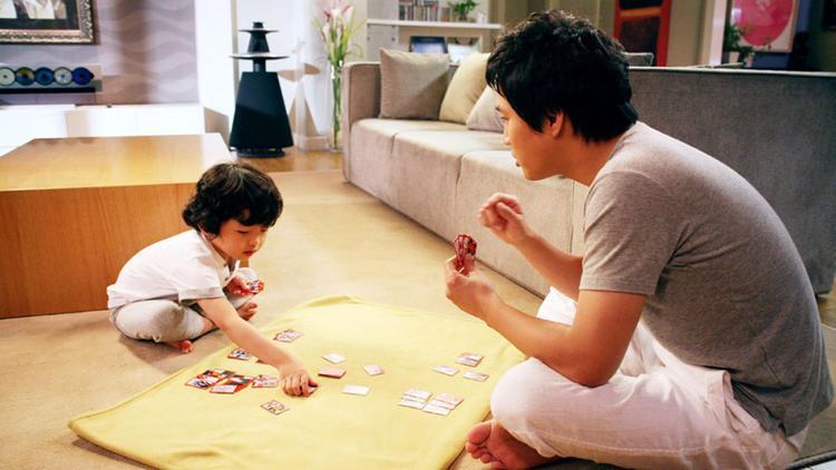 """Tình huống hài hước của """"ông ngoại"""" Cha Tae Hyun và cậu bé Wang Seok Hyun."""