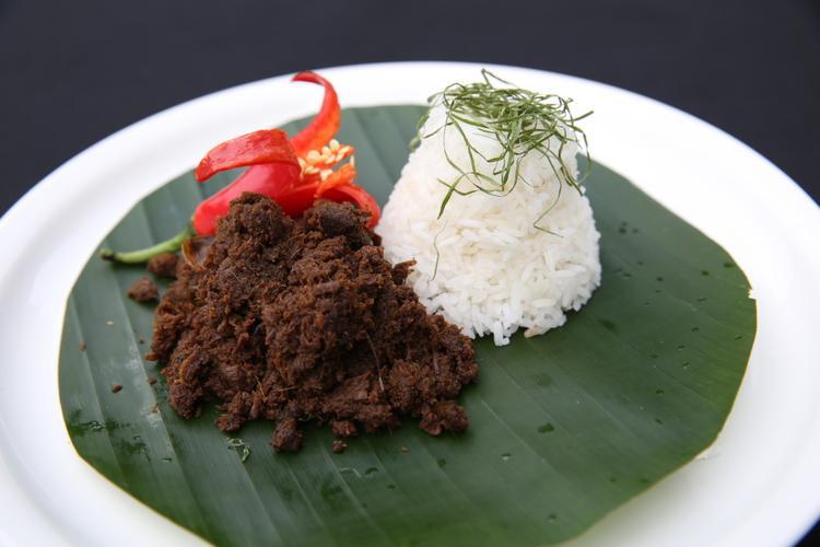 Món ăn mẫu trong tập 4 làcà ri bò khô (Randang tok) ăn kèm cơm trắng.