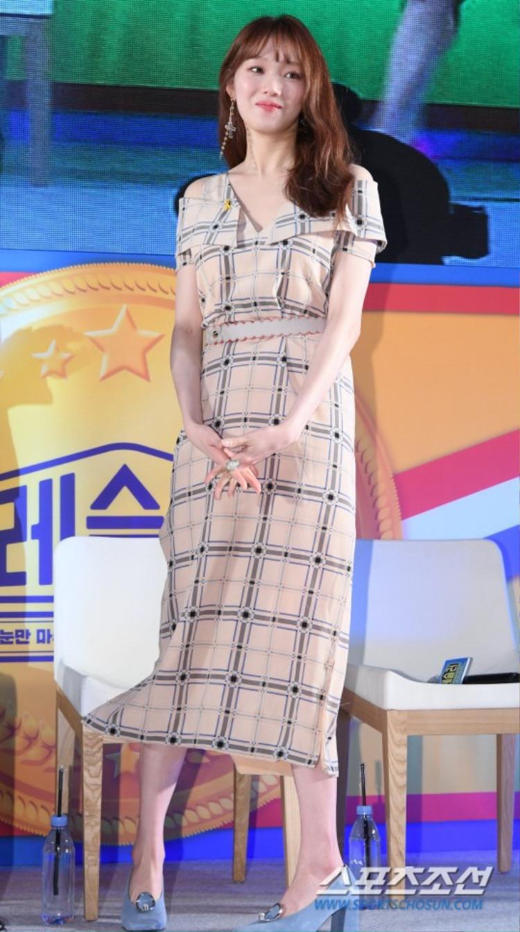 """""""Tiên nữ cử tạ"""" Lee Sung Kyung."""