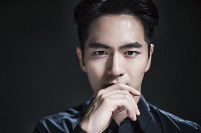 Lee Jin Wook.