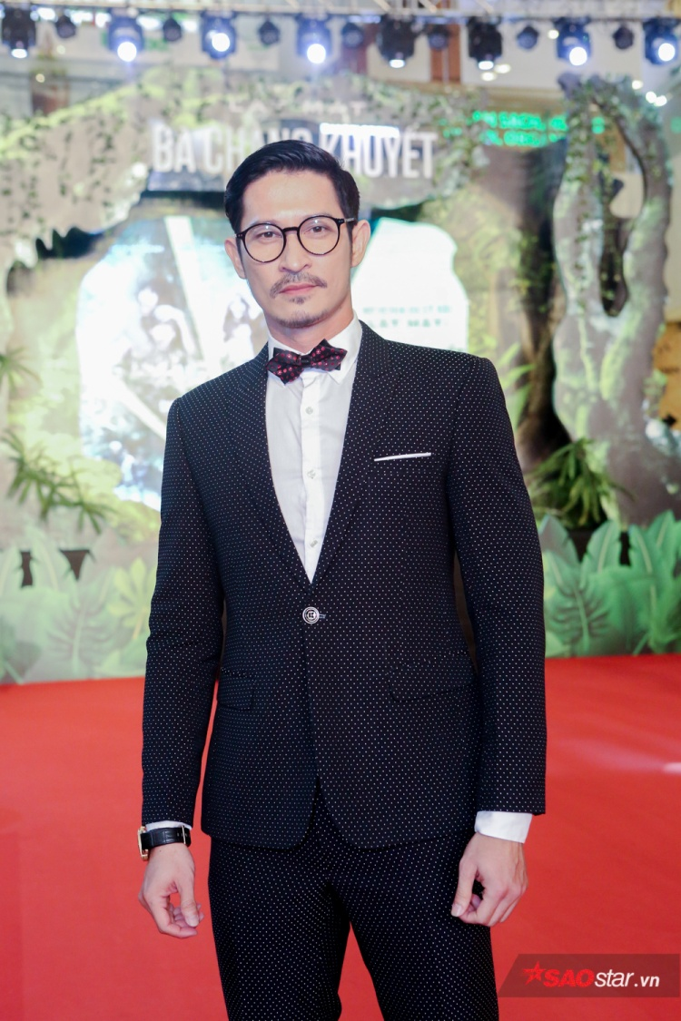 Huy Khánh lịch lãm xuất hiện trong họp báo.