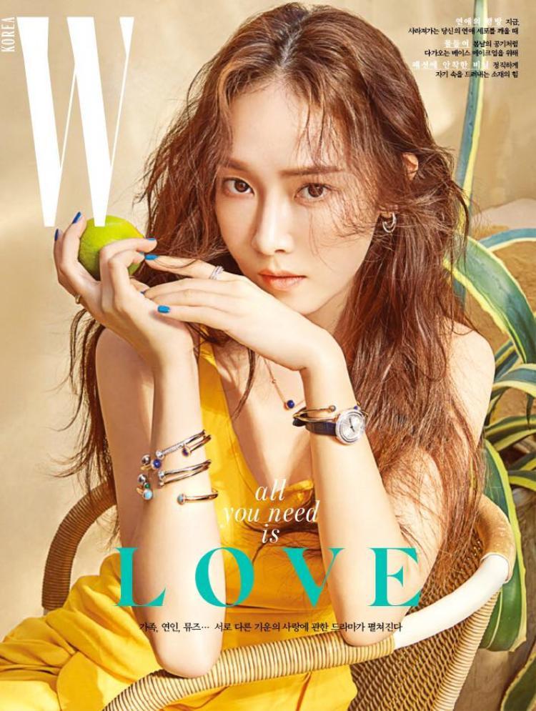 Hình ảnh cô nàng trên trang bìa W Korea số mới nhất.