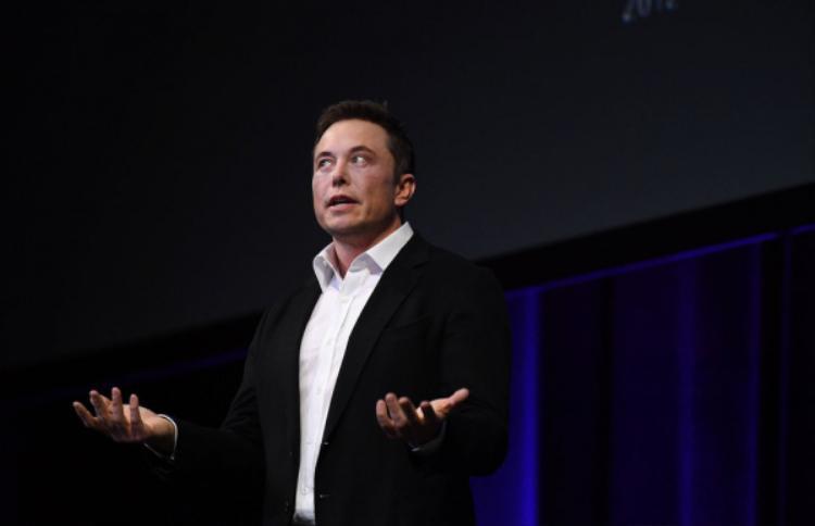 """Một số """"đặc quyền"""" của nhân viên Tesla: Chi phí đi lại được hỗ trợ và quyền mua cổ phiếu."""