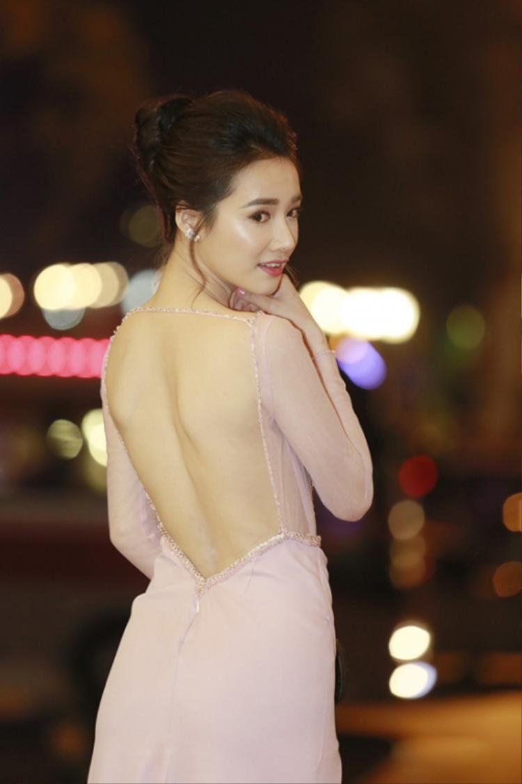 Nhã Phương vừa đoạt giải Nữ diễn viên chính xuất sắc nhất tại Lễ trao giải Cánh diều 2017.