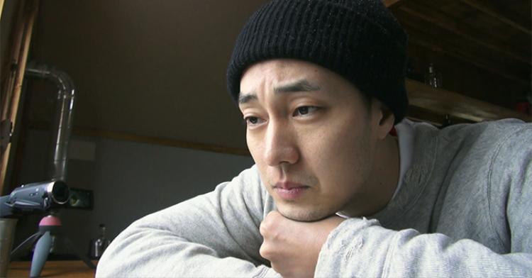 """Hiện tại, So Ji Sub đang tham gia """"Little House in the Forest"""",một show thực tế mới, được chỉ đạo bởi PDNa Young Seok và Yang Jung Woo."""