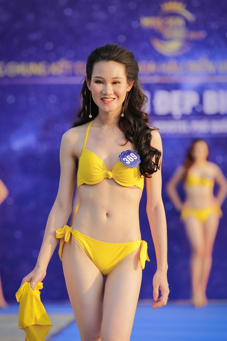 Khuôn mặt cứng đờ của thí sinh Hoa hậu Biển Việt Nam toàn cầu.