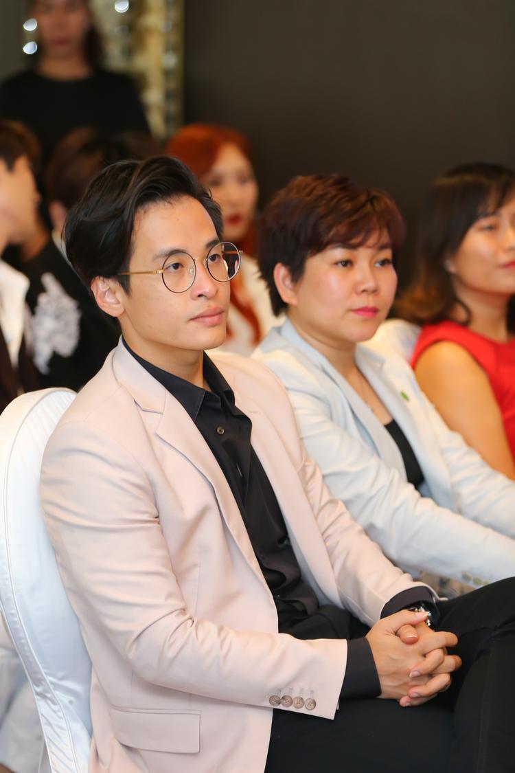 Hà Anh Tuấn xuất hiện trong buổi họp báo Câu chuyện hòa bình 6.