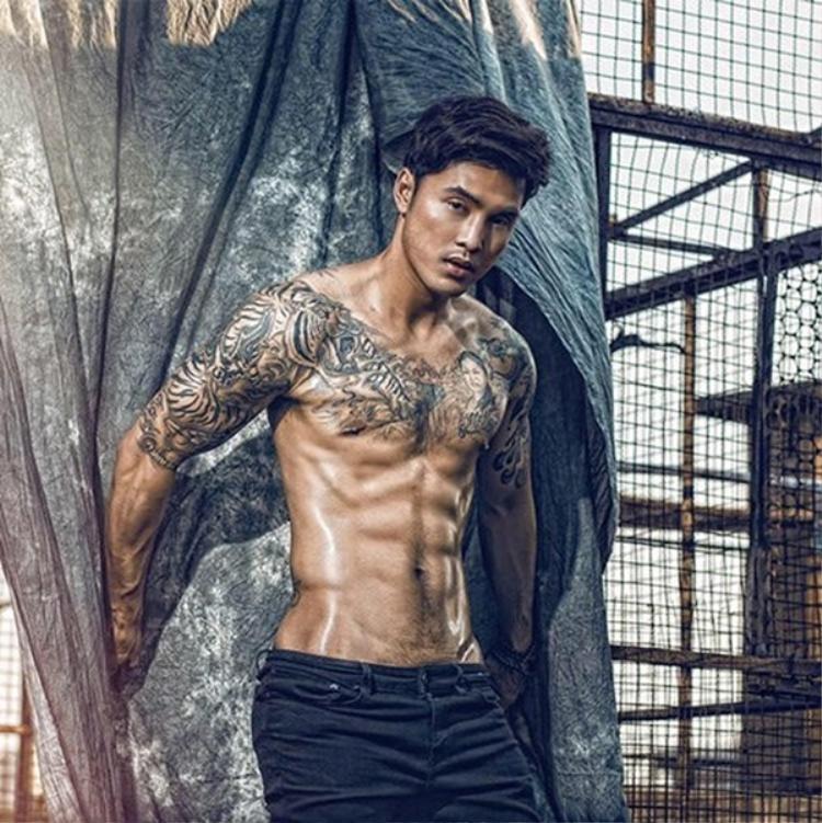 Ưng Hoàng Phúc là một trong những sao nam có thể hình đẹp nhất showbiz Việt.