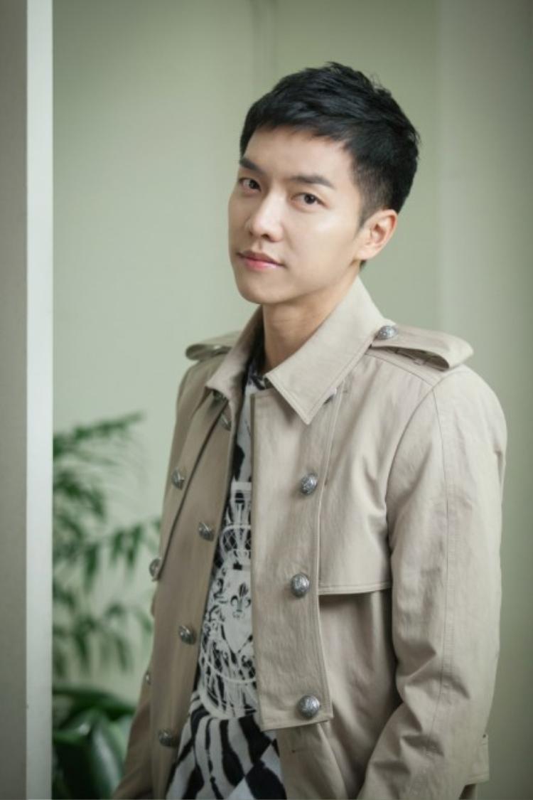 Lee Seung Gi nhận được khá nhiều ủng hộ của khán giả trong vai trò mới này.