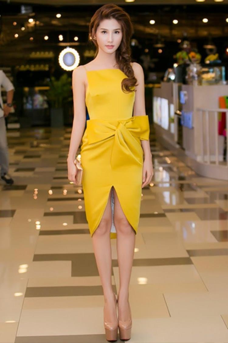Chiếc đầm này từng được rất nhiều sao Việt yêu thích, và thường được diện tham dự sự kiện khắp những năm 2015, 2016.