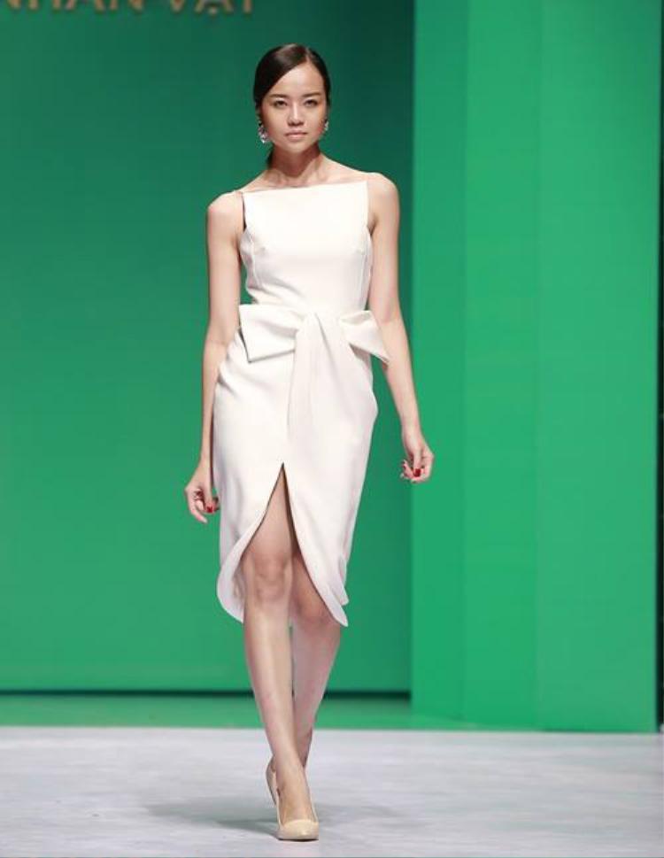 Bên cạnh Đỗ Mạnh Cường, NTK Lâm Gia Khang cũng rất nổi tiếng với những mẫu trang phục có chi tiết nơ.