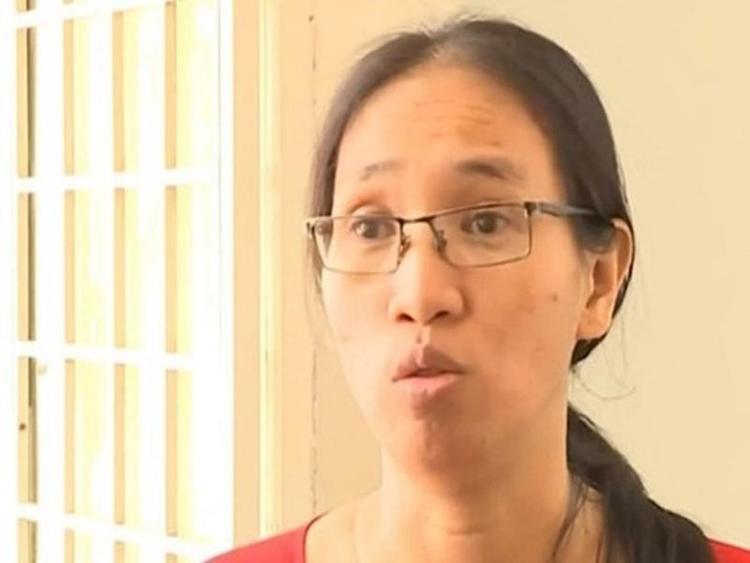 Cô Trần Thị Minh Châu bị điều chuyển xuống làm nhân viên văn phòng.