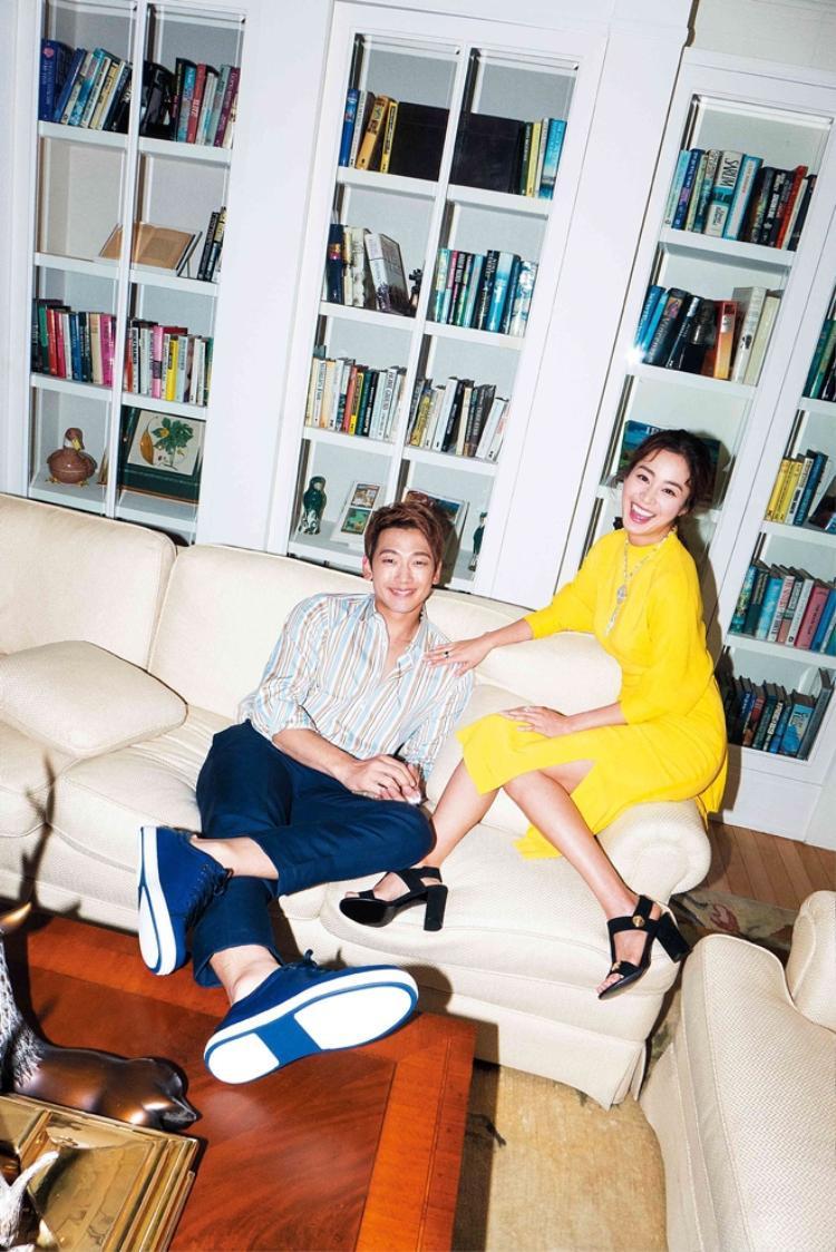 Nữ diễn viên Chuyện tình Harvardcũng làm các công việc nội trợ như bao bà vợ khác. Khi còn ở cùng bố và em chồng, mỗi sáng cô sẽ dậy sớm để nấu ăn. Kim Tae Hee cho biết tuy kỹ năng nấu nướng của bản thân chưa được hoàn thiện nhưng rất vui với việc bếp núc.